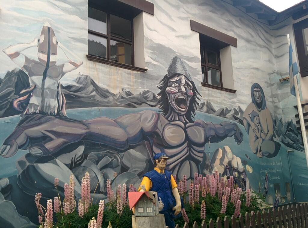 Mural en San Martín, a mi me parece un grito de desesperación del pueblo Yagan, a lo Munch