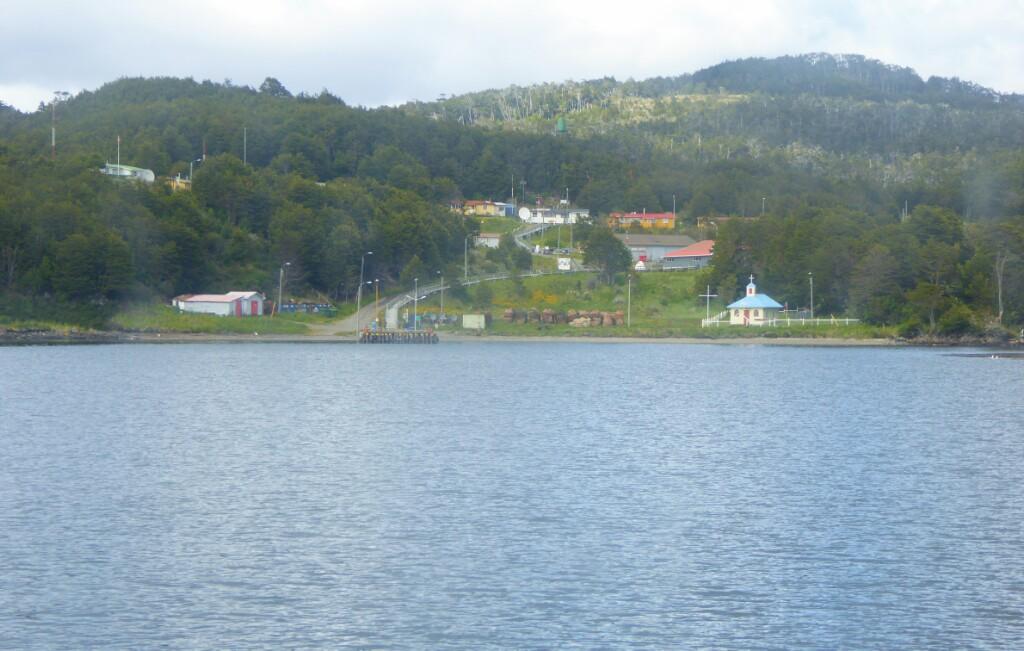 Puerto Toro no es mucho más de lo que se ve desde el barco cuando se acerca al puerto