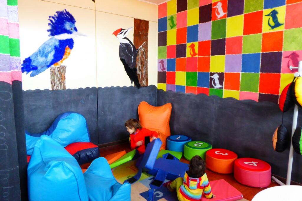 En la biblioteca de Puerto Williams tienen un rincón para niños, pero no calefacción :(
