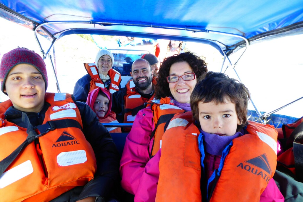 Cruzamos el Beagle con la familia de MariLou, sí, la misma con la que coincidimos en el Samarce House de Punta Arenas