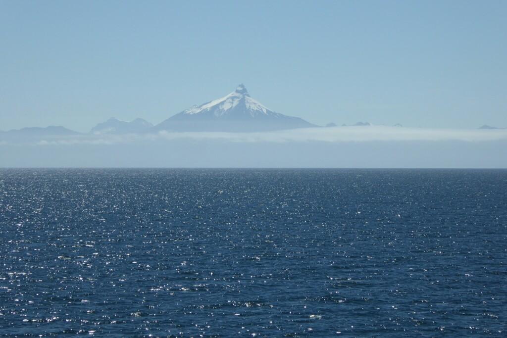 El pinacho del Volcán Corcovado, que da nombre al golfo, es fácilmente reconocible