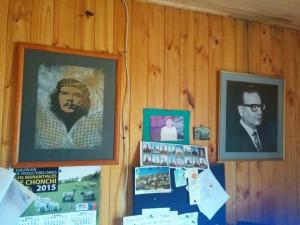 Fotos del Che, Allende y Neruda en el estudio de Luis y Julia