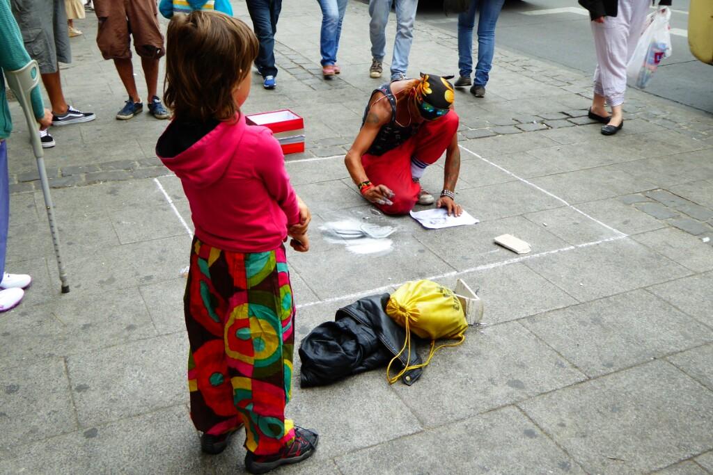 Pintando el suelo con yeso de construcción en Esmeralda