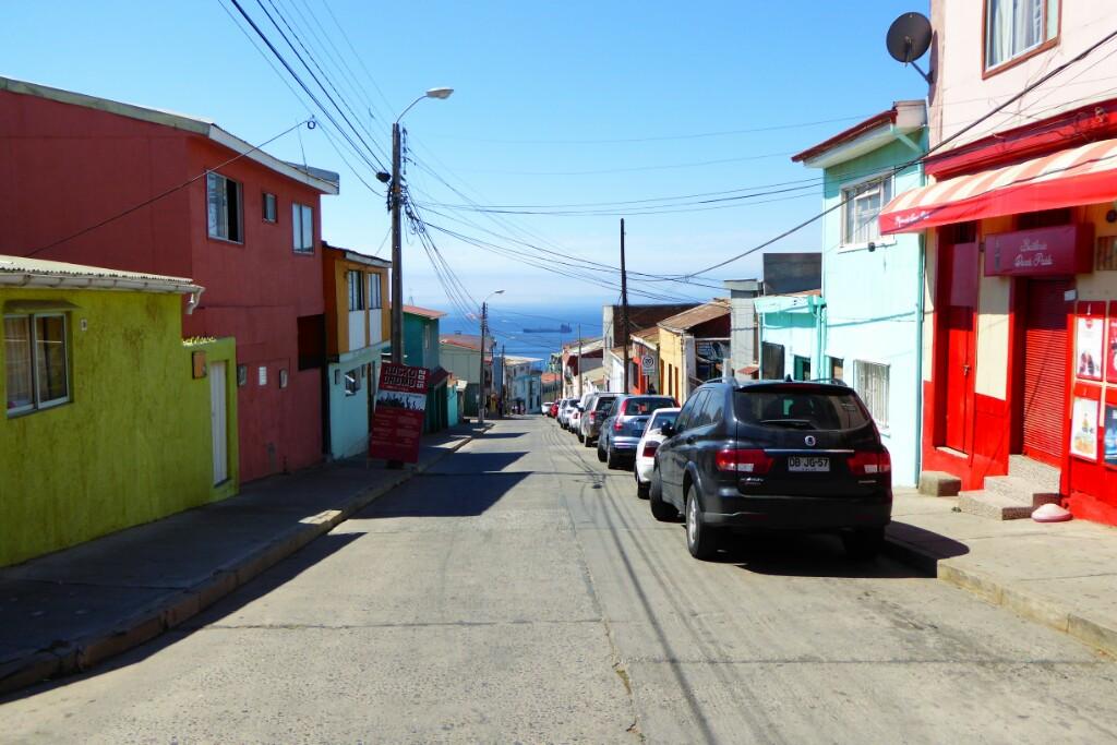 Bajada de Ferrari, la calle de Neruda