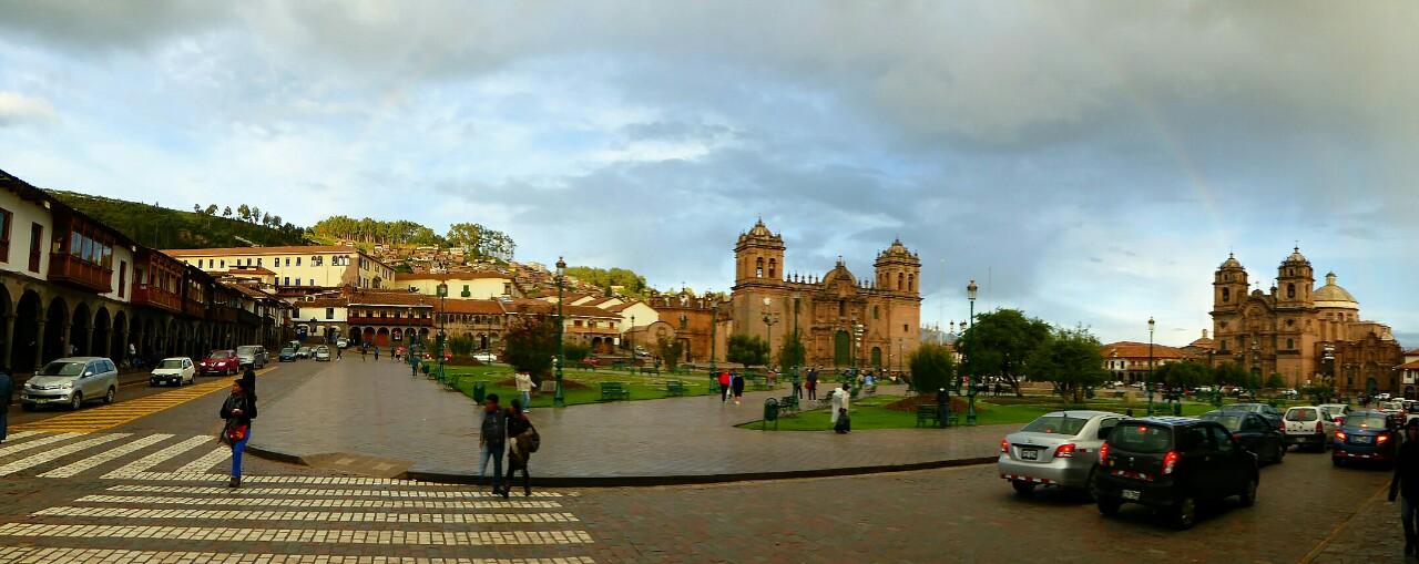 La concurrida plaza de armas de Cusco ocupa la mitad norte de la antigua plaza central del imperio inka, la Huacaypata, la plaza de los sollozos