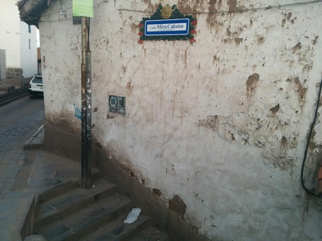 Una pequeña escalinata cerca de Ruinas con un nombre sugerente