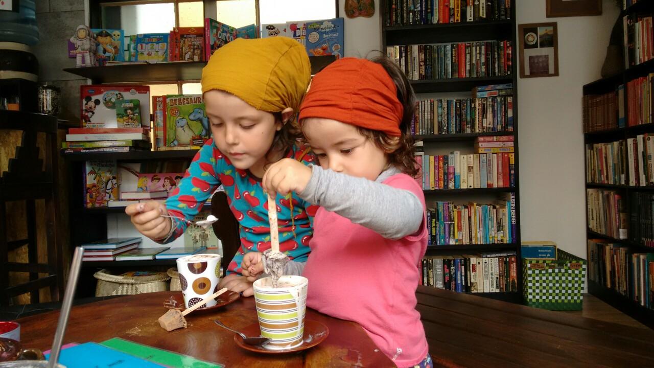 El café Vieira ha sido un descubrimiento. Libros, arte, juguetes, muy buen café y unos propietarios encantadores.