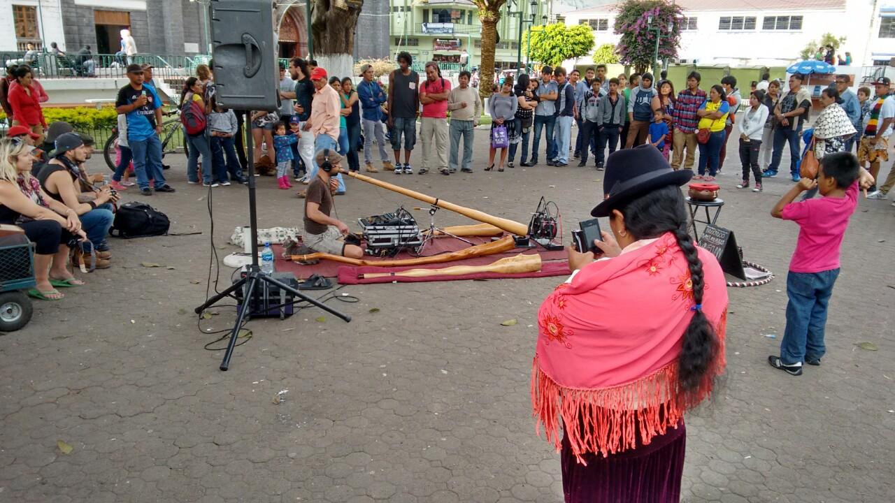 Didgeridan, sonidos de Australia en los Andes ecuatorianos.