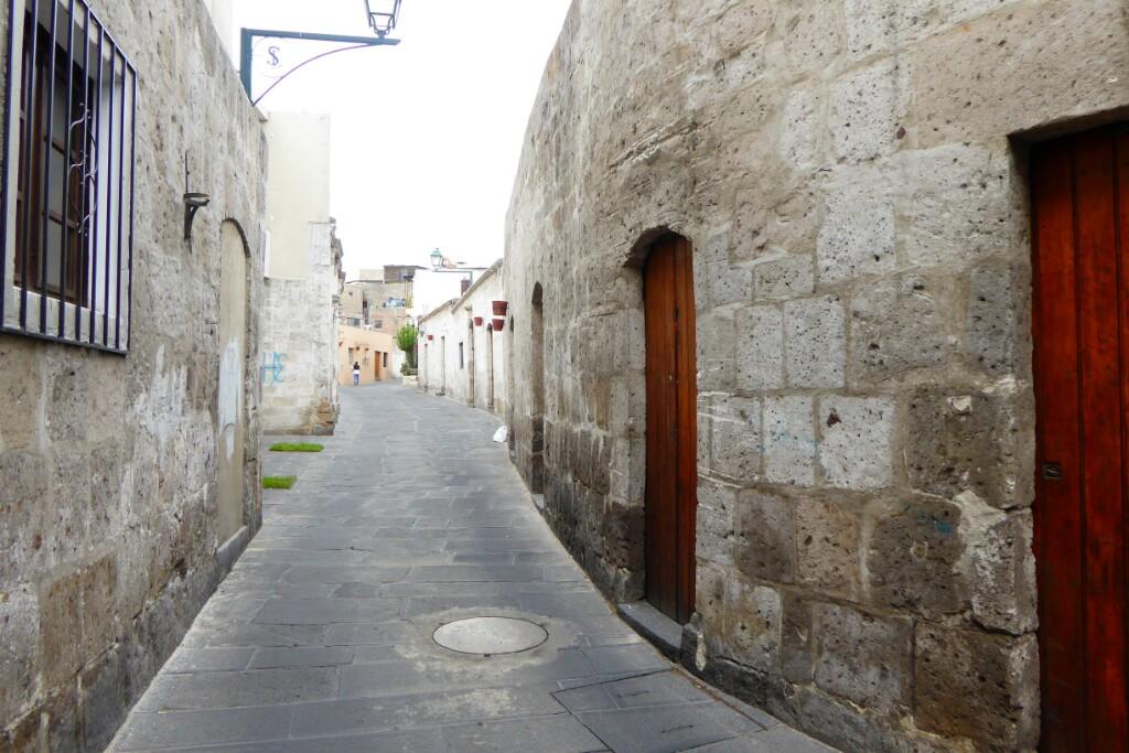Y desde allí parte la calle Los Cristales, una de las más emblemáticas del barrio de San Lázaro