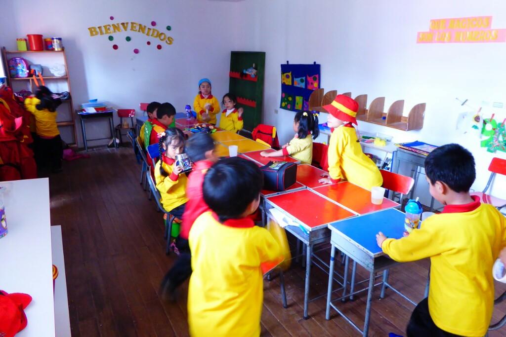 Los grandes se preparan para una actividad de aula