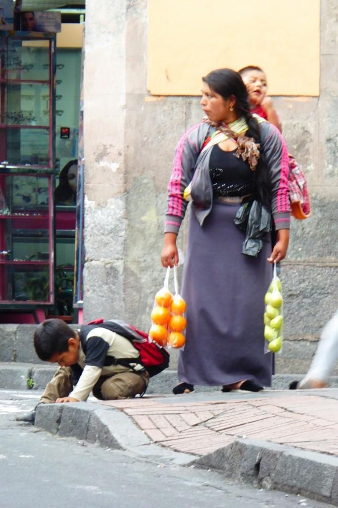 Quizá no con la misma intensidad que en Cusco, pero se pueden encontrar vendedores ambulantes por todas partes, especialmente en la calle Chile