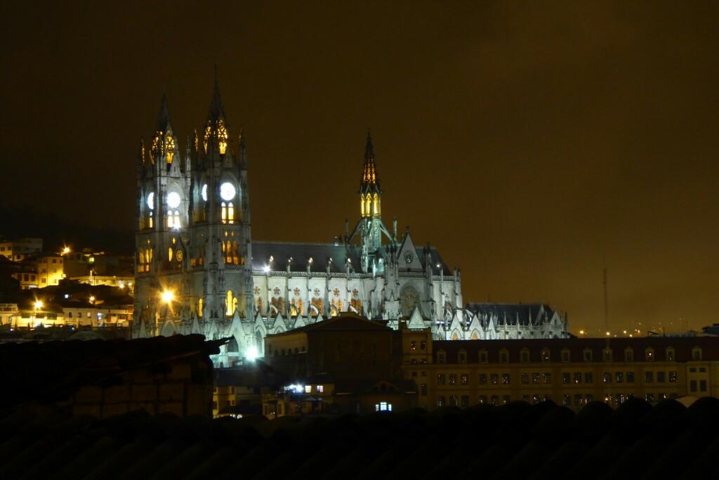 La impresionante basílica del Voto Nacional