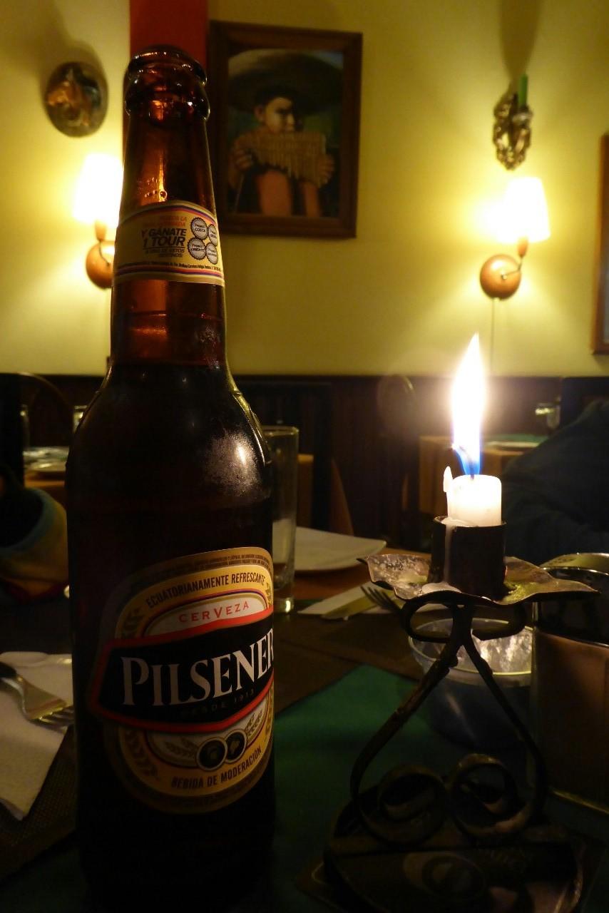 Y para despedirnos de Baños, de cena en un restaurante con una Pilsener bien fría...