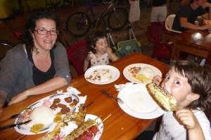 Cena en las cocinerías de la calle