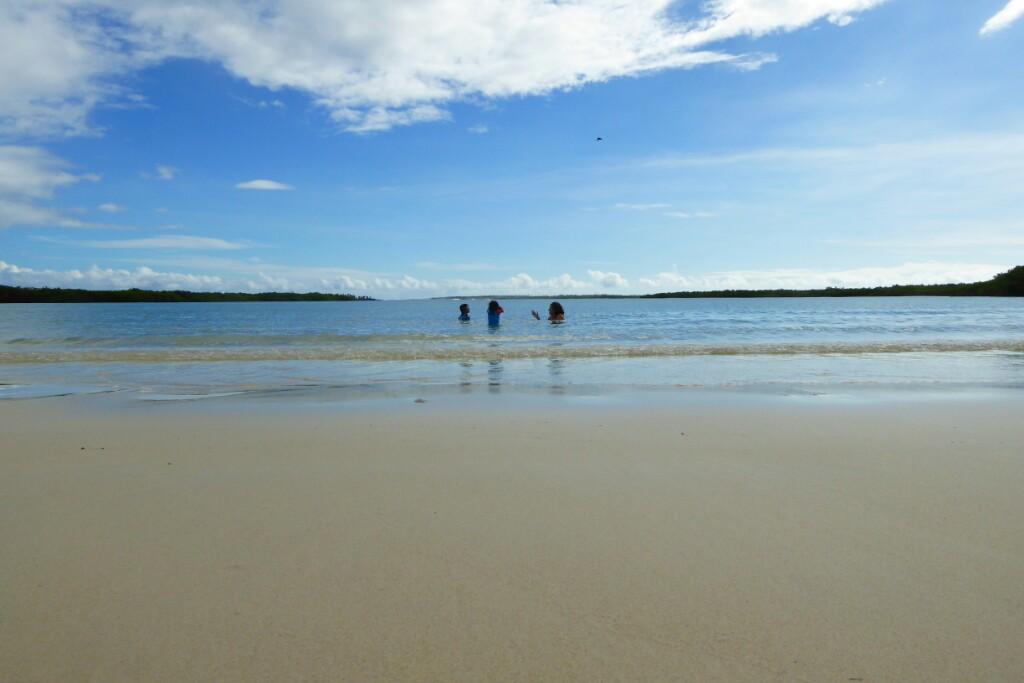 A remojo en Tortuga Bay