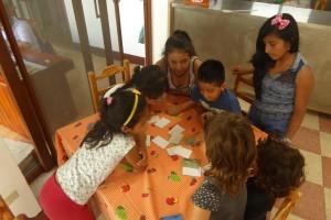 El juego de memory con los animales de Galápagos que hicimos antes de partir ha tenido mucho éxito entre los niños galapagueños.